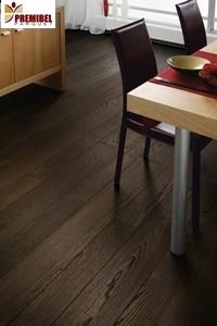 colle ou cloue le parquet en bois massif est un materiau noble. Black Bedroom Furniture Sets. Home Design Ideas